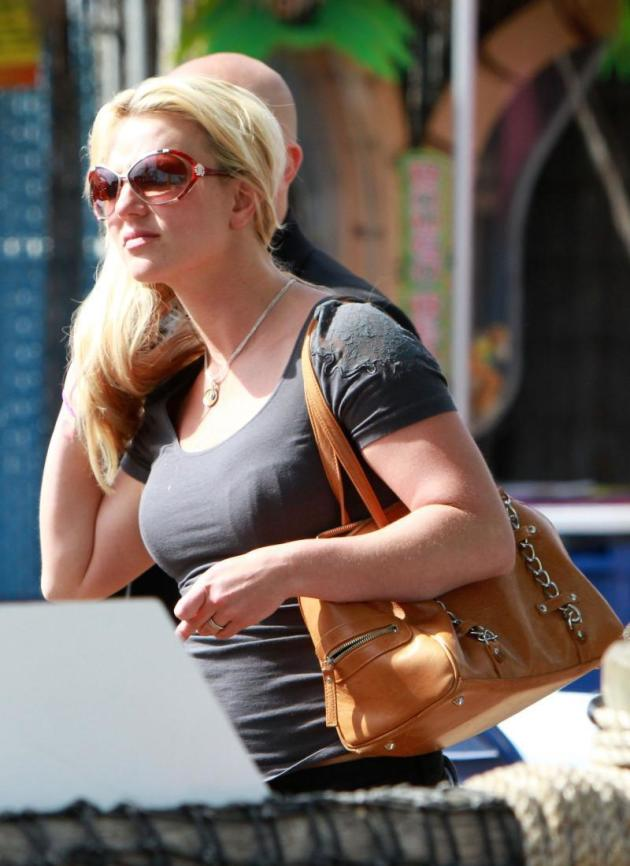 Britney Out Shoppin'