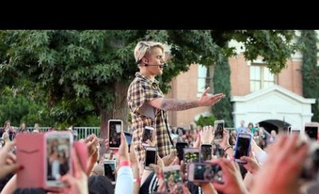 "Justin Bieber Performs ""What Do You Mean?"" on Ellen"