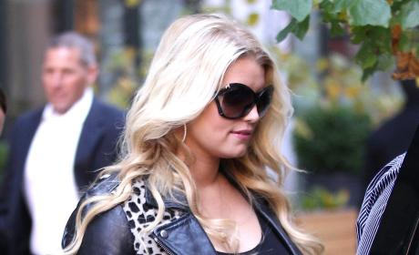 Pregnant Jessica Simpson Already Planning Post-Baby Weight Loss Endorsement Deal?