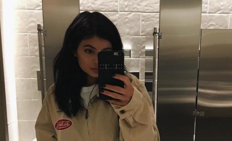 Kylie Jenner: Clothed Selfie!