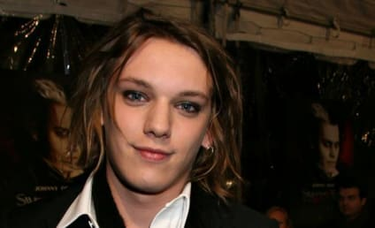 Bonnie Wright and Jamie Campbell Bower: Engaged!