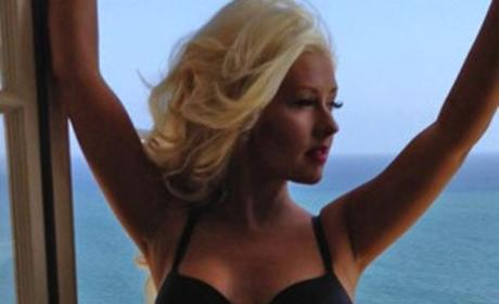 Christina Aguilera Facebook Photo: Holy Hotness (and Weight Loss)!