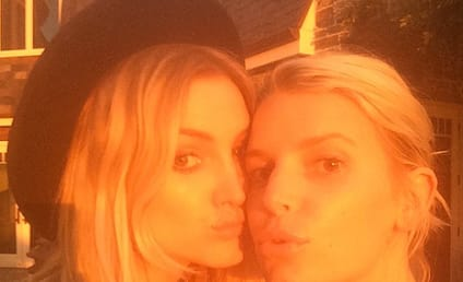 Jessica and Ashlee Simpson Pose For Instagram Selfie, Need #NOFILTER