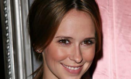 Jennifer Love Hewitt Weighs in on Cheryl Burke's Body