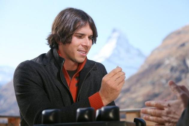 Ben Flajnik Looks at Ring