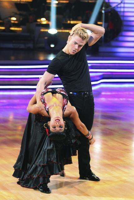 Nicole Scherzinger and Derek Hough Pic