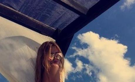 Bella Thorne Flaunts Butt in Latest Bikini Selfie