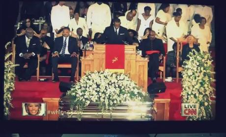 "R. Kelly - ""I Look To You"" (Whitney Houston Funeral)"
