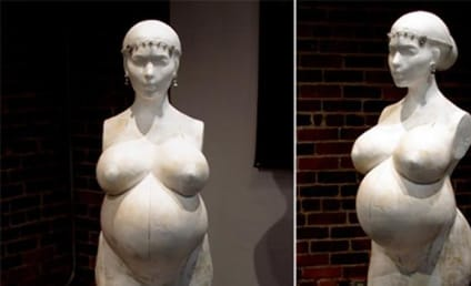 Kim Kardashian: Nude! Pregnant! Sculpted!