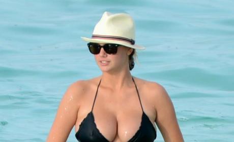 Kate Upton Bikini Photo: Fashion Police Analysis