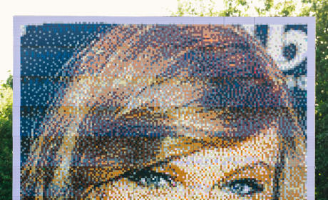 Taylor Swift LEGO Sculpture: Actually a Giant Thing!