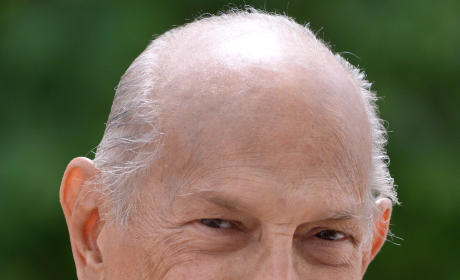 Oscar De La Renta Dies; Legendary Fashion Designer Was 82