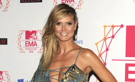 Heidi Klum on MTV EMA Red Carpet: No Bra, No Worries!