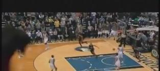 LeBron James Hits Dwyane Wade For Game-Winning Alley-Oop (VIDEO)