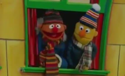 Elmo at Thanksgiving Parade: Keeping My Head Up High!