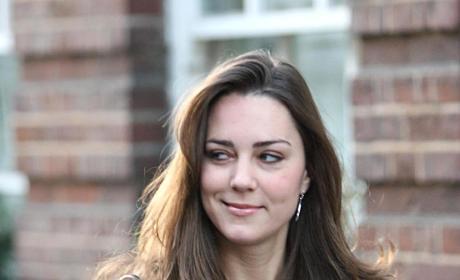 Kate Middleton Leaves Her Chelsea Flat in 2006