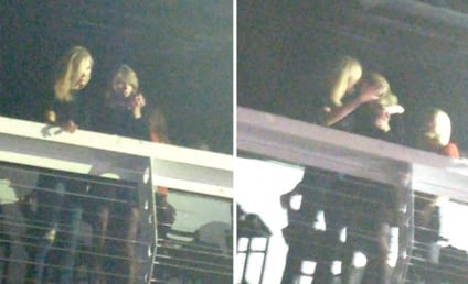 Taylor Swift and Karlie Kloss: Totes Making Out at a Concert!