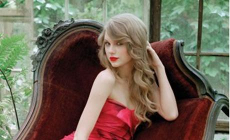 Taylor Swift Debuts Ad for Wonderstruck Enchanted