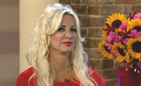 "Sarah Burge, ""The Human Barbie,"" Gifts Daughter with Liposuction Voucher"