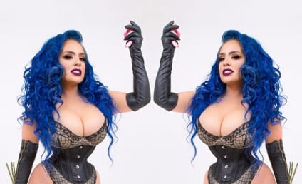"Kelly Lee Dekay: Fetish Model Sports 16-Inch Waist Following Years of ""Corset Training"""