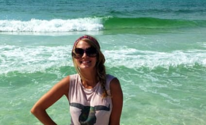 Carrie Underwood on the Beach: Do You See a Bump?