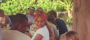 Beyonce and Jay Z in Hawaii