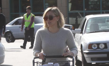 Hilary Duff Grocery Shops on Christmas Eve 2015