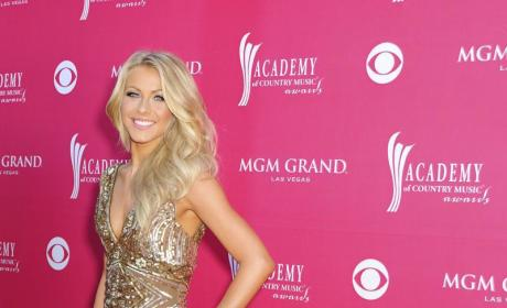 CMA Fashion Face-Off: Julianne Hough vs. Jennifer Love Hewitt
