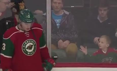 Hockey Player Makes Young Fan's Day