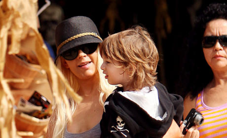 Classic Celebrity Pictures, Vol. 2: Christina Aguilera