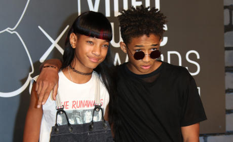 Willow Smith Sleeps With Snakes In Her Bed?! Jaden Smith Calls Them His Girlfriends?!