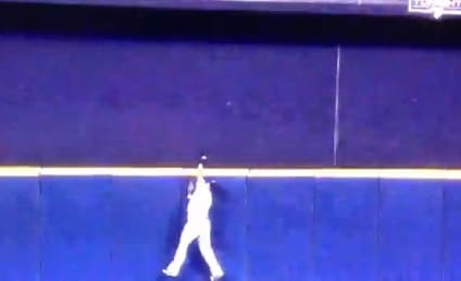 Carlos Gomez Makes AMAZING Game-Ending Catch, Robs Joey Votto of Home Run