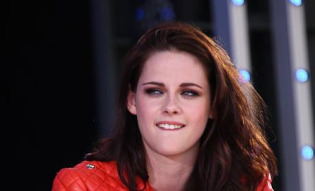 Kristen Stewart: Unshowered, Inconsolable, Heartbroken Over Robert Pattinson Split