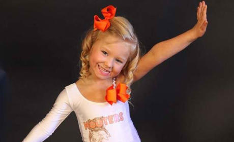 Mom Defends Dressing Up Four-Year-Old as Hooters Waitress, Putting Toddlers & Tiaras to Shame
