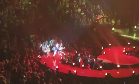 Selena Gomez Covers Katy Perry in Concert