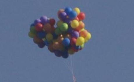 Crazy Man Soars Over Canada Via Helium Balloons: Watch!