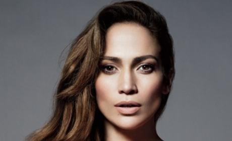 "Jennifer Lopez Defends Casper Smart as a ""Good Egg"""