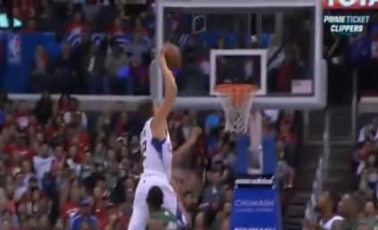 Kris Humphries: Posterized by Blake Griffin!