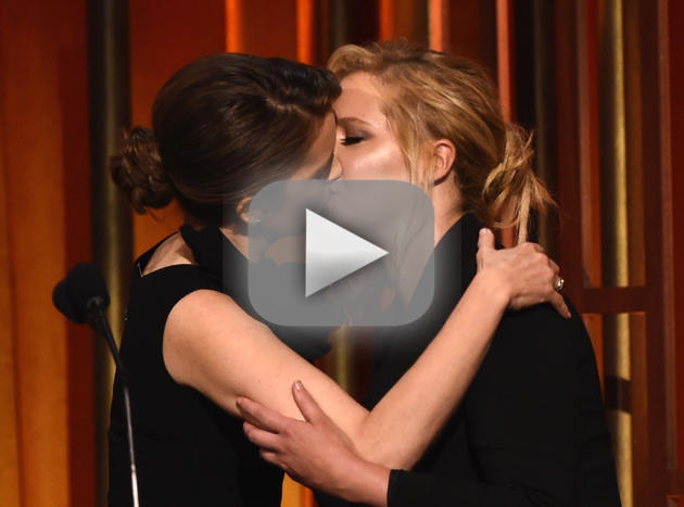 Amy Schumer Makes Out with Tina Fey!