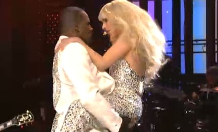 "Lady Gaga SNL Performance: ""Do What U Want"" Equals Simulate Sex With R. Kelly"