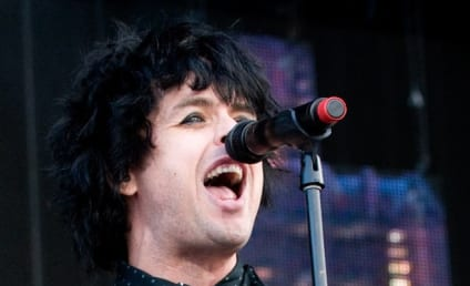 Billie Joe Armstrong Kicked Off Flight for... Saggy Pants?!?