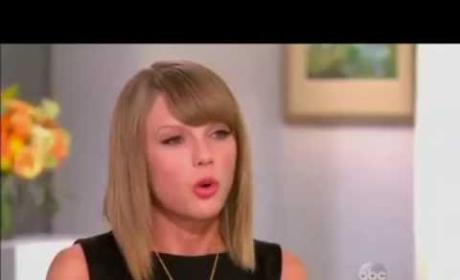 Taylor Swift: Instagram Helps Me Stay Normal!