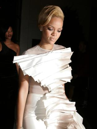 Rihanna: Wedding Dress?