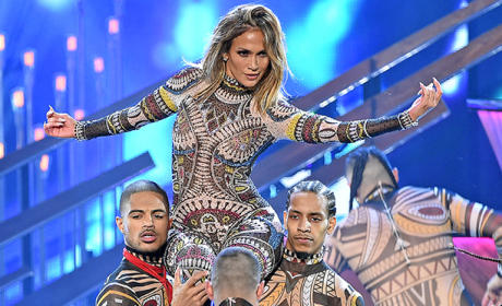 Jennifer Lopez Opens 2015 AMAs in (DANCE) Style!