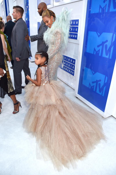 Beyonce Smiles Blue Ivy VMAs Red Carpet 2016
