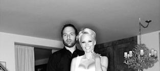 "Pamela Anderson and Rick Salomon Actually Apologize for ""Hurtful"" Divorce"