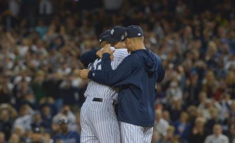 Mariano Rivera Says Goodbye to Yankee Stadium, Breaks Down on Mound