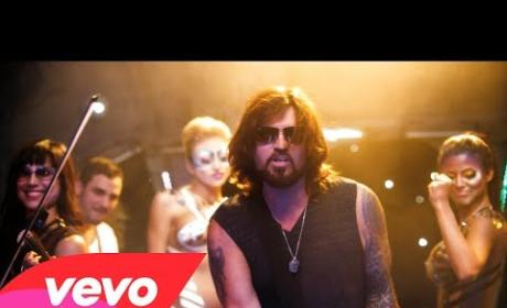 Billy Ray Cyrus Croons, Confounds in Achy Breaky 2 Video