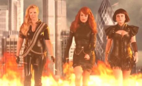 "Tina Fey and Amy Poehler Mock ""Bad Blood"" Music Video"