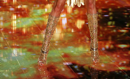 Victoria's Secret Fashion Show-Down: Who Looked Hottest?